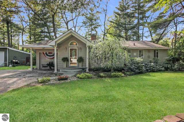 504 Woodland Drive, Traverse City, MI 49686 (MLS #1875303) :: Michigan LifeStyle Homes Group