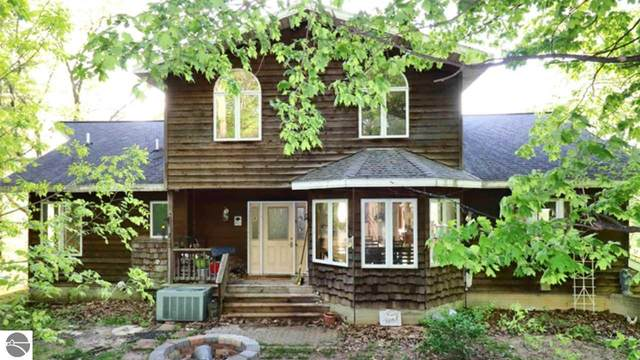 875 Lost Nations Trail, Traverse City, MI 49686 (MLS #1875305) :: Michigan LifeStyle Homes Group