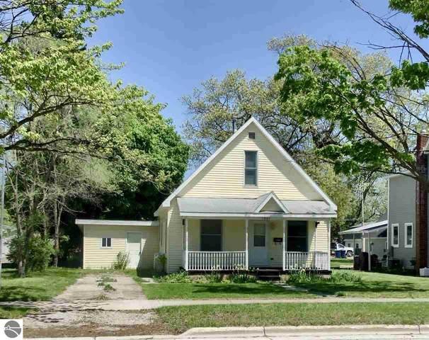 1041 Walnut Drive, Traverse City, MI 49686 (MLS #1875306) :: Michigan LifeStyle Homes Group