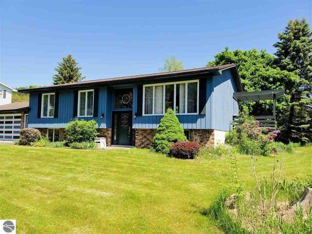 4316 Deerfield Lane, Traverse City, MI 49684 (MLS #1875313) :: Michigan LifeStyle Homes Group