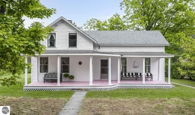 409 S Grand Avenue, Leland, MI 49654 (MLS #1875543) :: Brick & Corbett