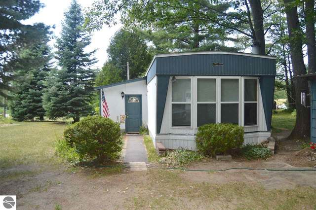9484 Cedar Run Road, Traverse City, MI 49684 (MLS #1876939) :: Team Dakoske | RE/MAX Bayshore