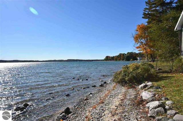 544 NW Bay Shore Drive, Suttons Bay, MI 49682 (MLS #1877031) :: Boerma Realty, LLC