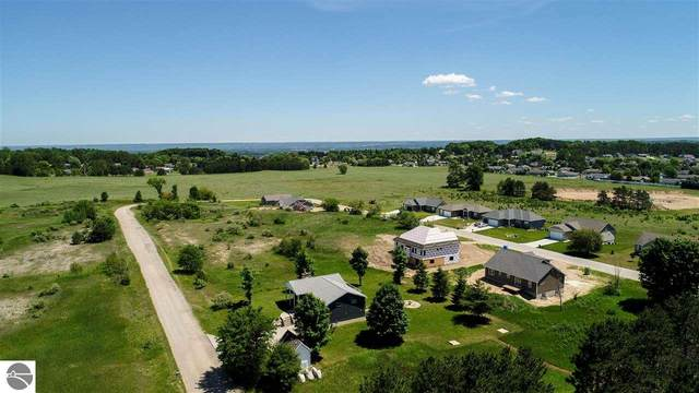 5418 Eaglehurst Drive, Traverse City, MI 49685 (MLS #1877102) :: Team Dakoske | RE/MAX Bayshore