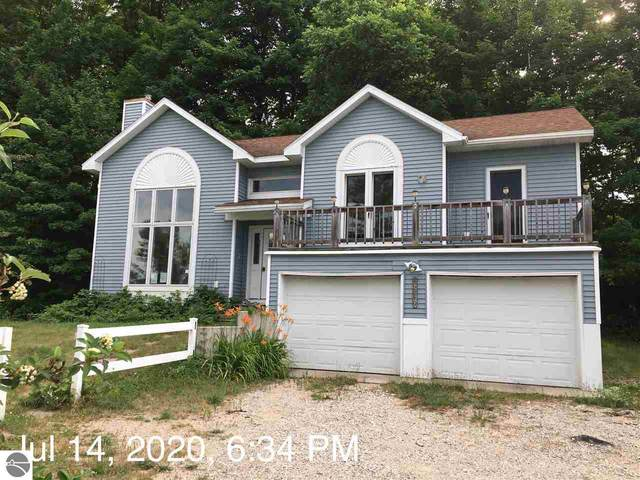 15249 Bluff Road, Traverse City, MI 49686 (MLS #1877250) :: Brick & Corbett