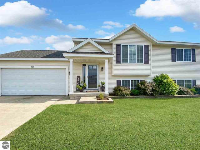 365 Lind Drive, Traverse City, MI 49696 (MLS #1877263) :: Brick & Corbett