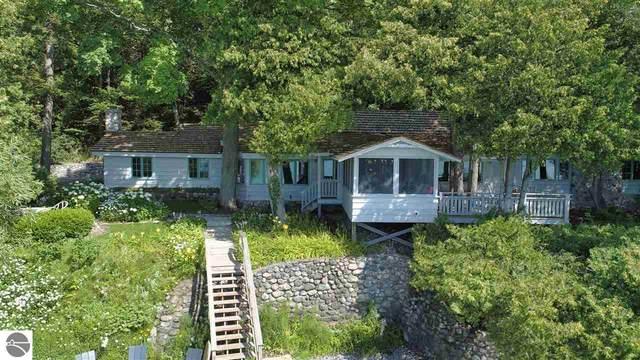 3513 N Lake Leelanau Drive, Lake Leelanau, MI 49653 (MLS #1877278) :: Michigan LifeStyle Homes Group