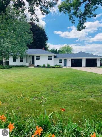 4974 S Greenville Road, Greenville, MI 48838 (MLS #1877307) :: Brick & Corbett