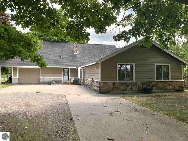 10660 E Cherry Bend Road, Traverse City, MI 49684 (MLS #1877311) :: Brick & Corbett