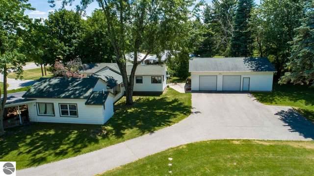4637 N Mission Road, Rosebush, MI 48878 (MLS #1877774) :: Michigan LifeStyle Homes Group