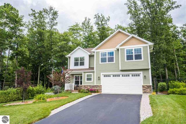 3176 Winchester Drive, Traverse City, MI 49686 (MLS #1878294) :: Michigan LifeStyle Homes Group