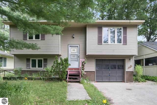 843 Avenue D, Traverse City, MI 49686 (MLS #1878672) :: Michigan LifeStyle Homes Group