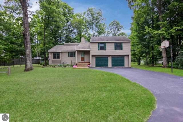 1543 Penbroke Drive, Traverse City, MI 49696 (MLS #1878711) :: Michigan LifeStyle Homes Group