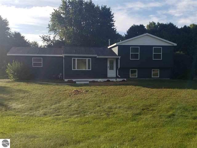 4441 Hillcrest Drive, Traverse City, MI 49685 (MLS #1878738) :: Michigan LifeStyle Homes Group