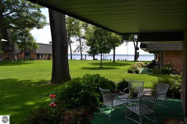 122 Flag Point Drive 2 Bldg 5, Roscommon, MI 48653 (MLS #1878785) :: Michigan LifeStyle Homes Group