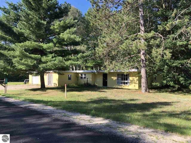 6060 S Seeley Road, Cadillac, MI 49601 (MLS #1878918) :: Michigan LifeStyle Homes Group