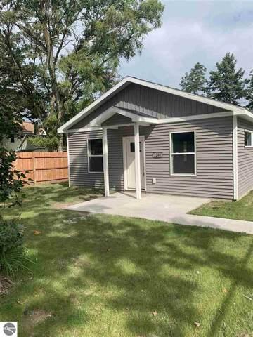 1206 Cass Street, Traverse City, MI 49686 (MLS #1879179) :: Michigan LifeStyle Homes Group