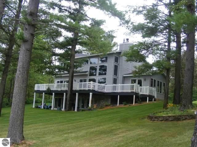 514 White Pine Drive, Cadillac, MI 49601 (MLS #1879340) :: Michigan LifeStyle Homes Group