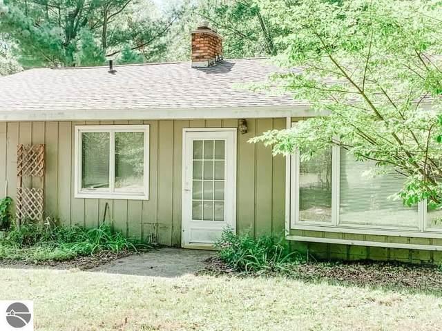9200 East Street, Lake, MI 48632 (MLS #1879376) :: Michigan LifeStyle Homes Group