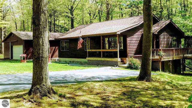 8633 4th Avenue, Onekama, MI 49675 (MLS #1879497) :: Michigan LifeStyle Homes Group