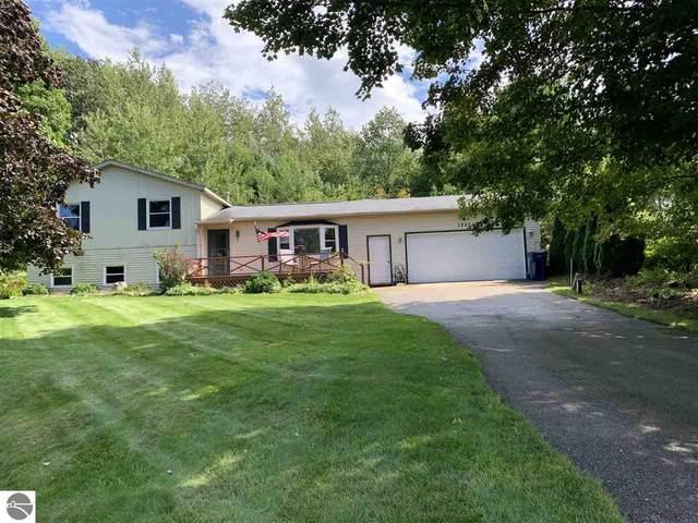 7297 S Whispering Hills, Traverse City, MI 49684 (MLS #1879532) :: Michigan LifeStyle Homes Group