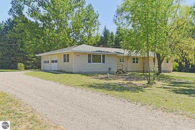 2075 S Lake Leelanau Drive, Lake Leelanau, MI 49653 (MLS #1879587) :: Team Dakoske | RE/MAX Bayshore