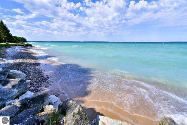 624 S Manitou Trail, Lake Leelanau, MI 49653 (MLS #1879733) :: Michigan LifeStyle Homes Group