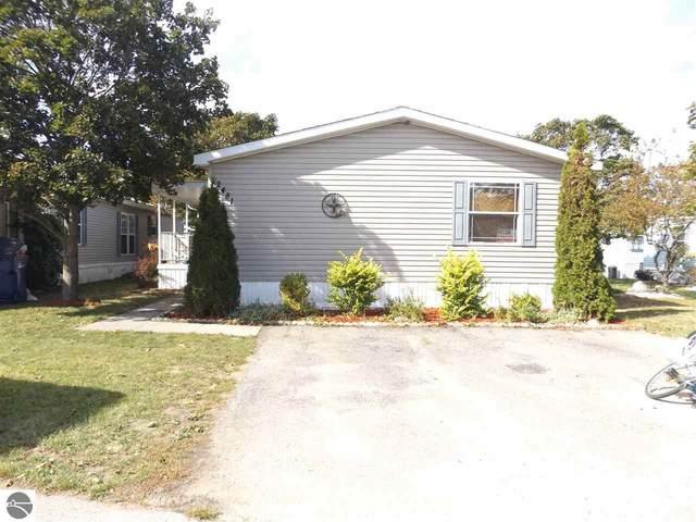 2481 Friendship Lane, Traverse City, MI 49686 (MLS #1879744) :: Michigan LifeStyle Homes Group