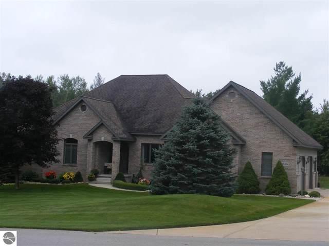 635 White Pine Drive, Cadillac, MI 49601 (MLS #1879768) :: Michigan LifeStyle Homes Group