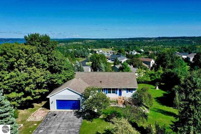 7221 E Leelanau Hills Drive, Traverse City, MI 49684 (MLS #1879926) :: Michigan LifeStyle Homes Group