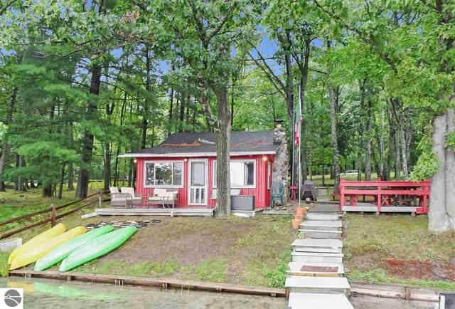 5898 Rennie View Road, Traverse City, MI 49686 (MLS #1879927) :: Michigan LifeStyle Homes Group