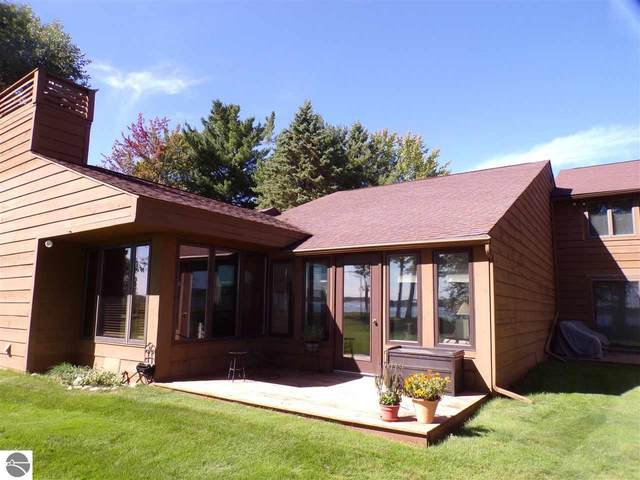 107 W North Shore Drive West #4, Cadillac, MI 49601 (MLS #1880010) :: Michigan LifeStyle Homes Group