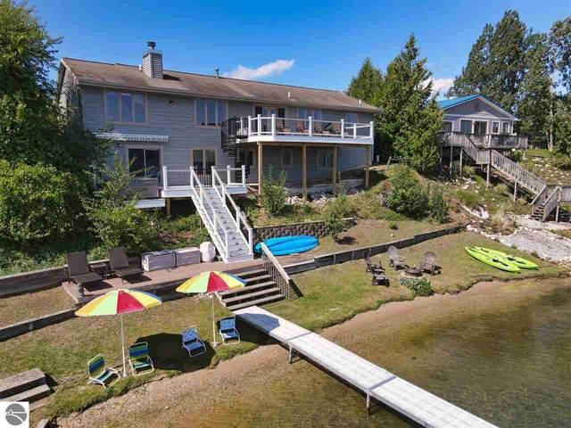 898 Silver Lake Road W, Traverse City, MI 49684 (MLS #1880328) :: Michigan LifeStyle Homes Group