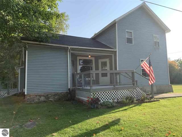 10711 W Saint Charles Road, Sumner, MI 48889 (MLS #1880352) :: Michigan LifeStyle Homes Group