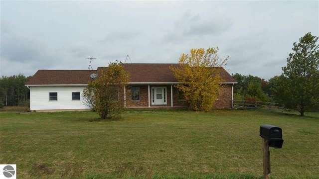 656 Jackson Road, Blanchard, MI 49310 (MLS #1880384) :: Michigan LifeStyle Homes Group