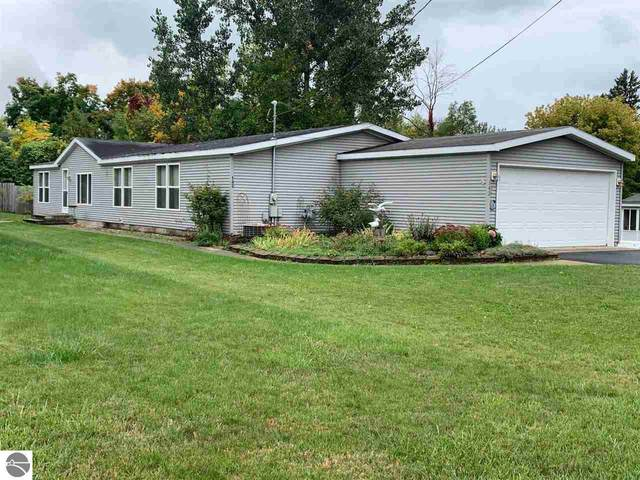 142 Lake, Elk Rapids, MI 49629 (MLS #1880440) :: Michigan LifeStyle Homes Group