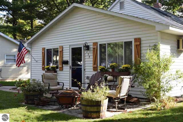 439 Cochlin Street, Traverse City, MI 49686 (MLS #1880482) :: Team Dakoske | RE/MAX Bayshore