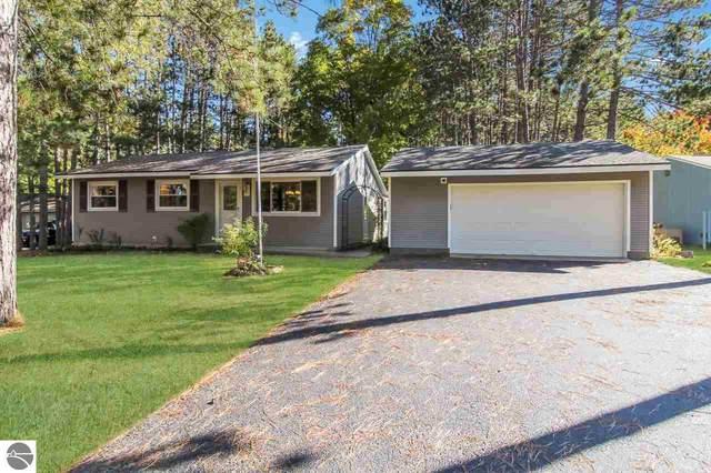1850 Cottontail Drive, Traverse City, MI 49685 (MLS #1880726) :: Michigan LifeStyle Homes Group