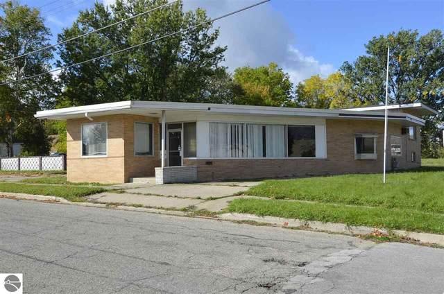 201 South Street, Cadillac, MI 49601 (MLS #1880905) :: Brick & Corbett