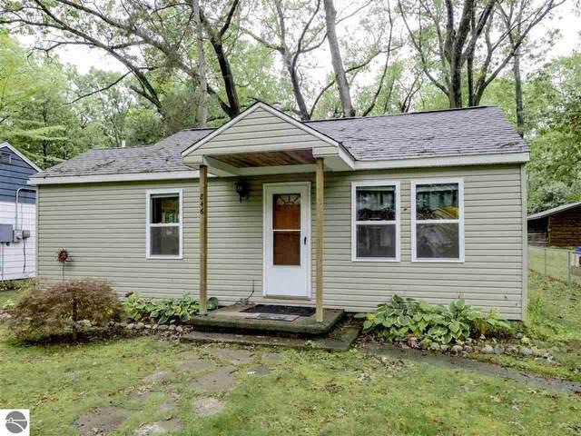 846 Pine Grove Avenue, Traverse City, MI 49686 (MLS #1880906) :: Brick & Corbett