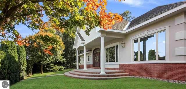610 N Elmwood, Traverse City, MI 49684 (MLS #1881046) :: Michigan LifeStyle Homes Group