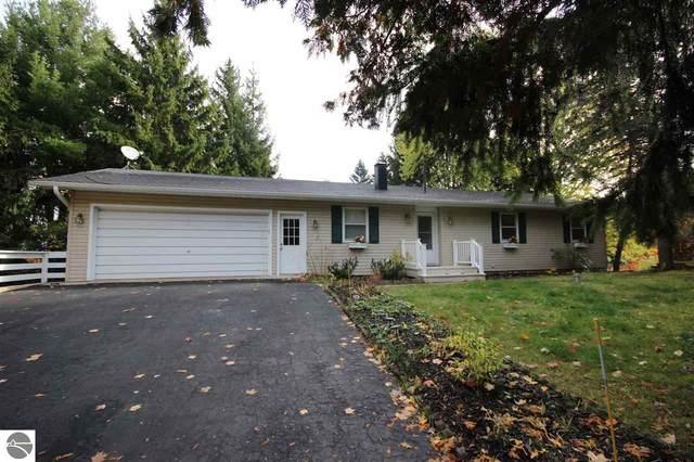 13831 S Bayview Court, Traverse City, MI 49684 (MLS #1881272) :: Michigan LifeStyle Homes Group