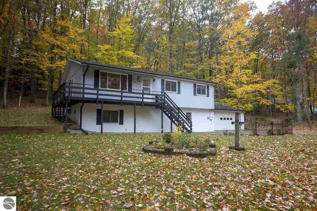 3620 Holiday Road, Traverse City, MI 49686 (MLS #1881304) :: Brick & Corbett