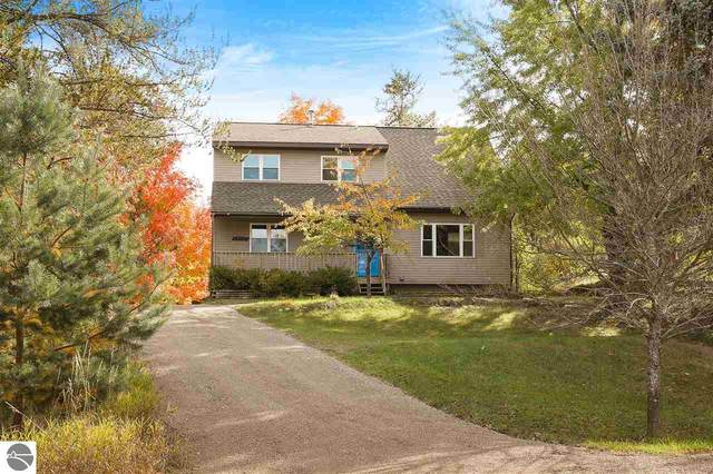 10411 S Leelanau Way, Traverse City, MI 49684 (MLS #1881311) :: Michigan LifeStyle Homes Group