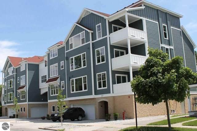 825 W 7th Street 208 SW, Traverse City, MI 49684 (MLS #1881404) :: Brick & Corbett