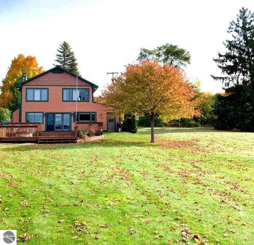8558 S Lakeview Road, Traverse City, MI 49684 (MLS #1881406) :: Michigan LifeStyle Homes Group