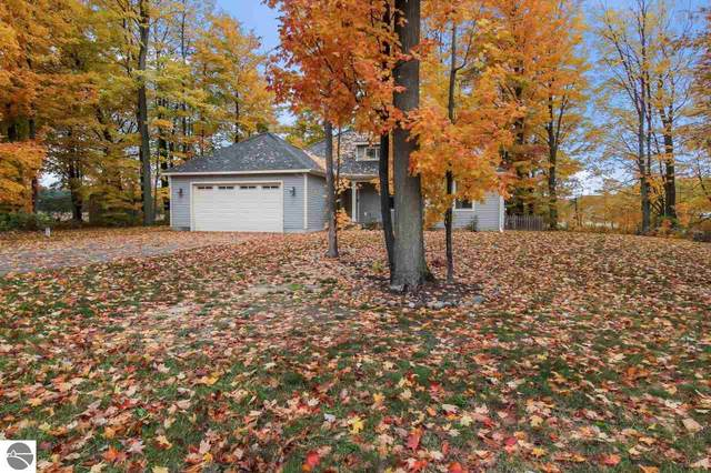 4837 Birdie Lane, Traverse City, MI 49685 (MLS #1881426) :: CENTURY 21 Northland