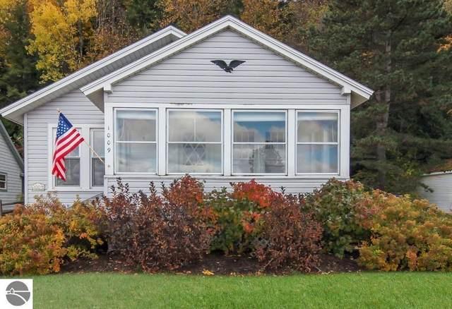 1009 E South Shore Drive, Frankfort, MI 49635 (MLS #1881477) :: Michigan LifeStyle Homes Group