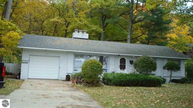 9006 Peninsula Drive, Traverse City, MI 49686 (MLS #1881490) :: Michigan LifeStyle Homes Group