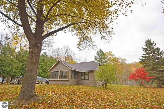 8695 S Dunns Farm Road, Maple City, MI 49664 (MLS #1881498) :: Michigan LifeStyle Homes Group